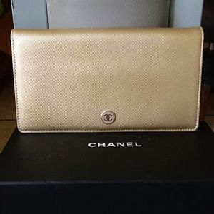 Gorgeous Authentic NWOT Chanel Caviar Skin Wallet